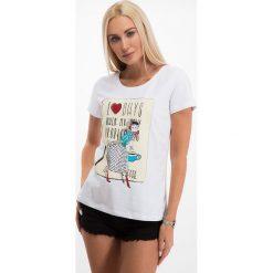 Biały t-shirt z nadrukiem 2371. Białe t-shirty damskie Fasardi, z nadrukiem. Za 19,00 zł.