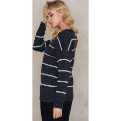 Paski damskie: NA-KD Dzianinowy sweter w paski - Grey,Multicolor