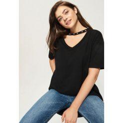 T-shirty damskie: T-shirt z dżetami – Czarny