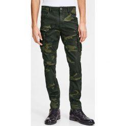 Bojówki męskie: Spodnie bojówki, moro, fason slim, strecz