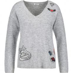 Sweter w kolorze szarym. Szare swetry klasyczne damskie marki Taifun, z wełny. W wyprzedaży za 130,95 zł.