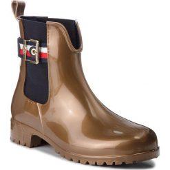 Kalosze TOMMY HILFIGER - Corporate Belt Shiny FW0FW03600 Bras 802. Czarne buty zimowe damskie marki TOMMY HILFIGER, z materiału, z okrągłym noskiem, na obcasie. W wyprzedaży za 319,00 zł.
