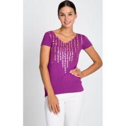 Bluzki damskie: Fioletowa bluzka w złoty nadruk QUIOSQUE