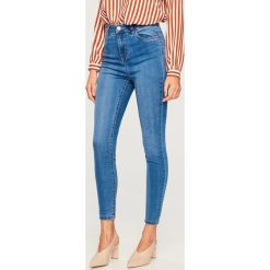 Jeansy z wysokim stanem - Niebieski. Niebieskie spodnie z wysokim stanem Reserved, z jeansu. Za 99,99 zł.