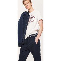 Spodnie męskie: Joggery z kontrastowymi wstawkami – Granatowy