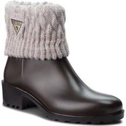 Kalosze GUESS - FLVNT3 RUB09 BROWN. Brązowe buty zimowe damskie Guess, z materiału. W wyprzedaży za 349,00 zł.
