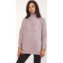 Różowy Ciepły Oversizowy Sweter z Golfem. Czerwone golfy damskie marki Molly.pl, na zimę, uniwersalny, z jeansu. Za 165,90 zł.
