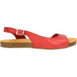 Sandały SHILA. Czerwone sandały damskie Gino Rossi, w paski, ze skóry, na płaskiej podeszwie. Za 99,90 zł.
