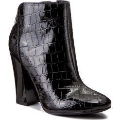 Botki GUESS - Luana2 FLLN23 PAC09  BLACK. Czarne buty zimowe damskie Guess, z lakierowanej skóry. W wyprzedaży za 389,00 zł.