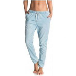 Roxy Spodnie Easy Beachy Denim J Pant Light Blue S. Białe spodnie sportowe damskie marki Roxy, l, z nadrukiem, z materiału. W wyprzedaży za 179,00 zł.
