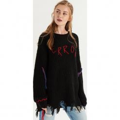 Sweter z kolorową aplikacją - Czarny. Czarne swetry klasyczne damskie marki Sinsay. Za 99,99 zł.