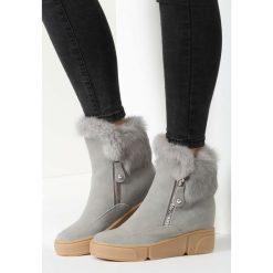 Szare Sneakersy Summertime Blues. Szare buty zimowe damskie vices, z materiału, z okrągłym noskiem, na koturnie. Za 99,99 zł.
