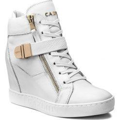 Sneakersy CARINII - B4095 J95-000-000-B88. Białe sneakersy damskie Carinii, z materiału. W wyprzedaży za 299,00 zł.