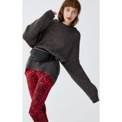 Luźny wełniany sweter. Szare swetry klasyczne damskie Pull&Bear, z wełny. Za 139,00 zł.