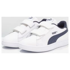 Puma SMASH V2 L V PS Tenisówki i Trampki white/peacoat. Białe trampki dziewczęce Puma, z gumy. Za 149,00 zł.
