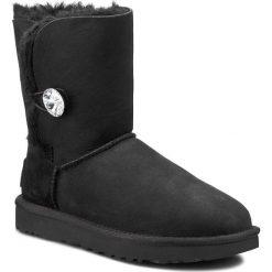 Buty UGG - W Bailey Button Bling 1016553 W/Blk. Czarne buty zimowe damskie Ugg, ze skóry. Za 1169,00 zł.
