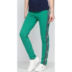 Spodnie damskie: Zielone Spodnie Dresowe Embrace