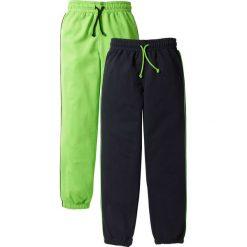 Spodnie dresowe (2 pary) bonprix jaskrawy zielony + czarny. Czarne dresy chłopięce bonprix, w paski, z dresówki. Za 75,98 zł.