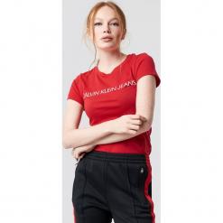 Calvin Klein T-shirt Institutional Logo Slim Fit - Red. Czerwone t-shirty damskie Calvin Klein, z nadrukiem, z dzianiny, z okrągłym kołnierzem. Za 161,95 zł.