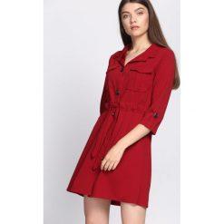 Bordowa Sukienka Currently. Czerwone sukienki hiszpanki Born2be, m, z koszulowym kołnierzykiem, koszulowe. Za 89,99 zł.