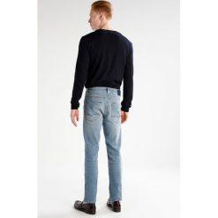 BOSS Orange Jeansy Slim Fit light blue. Niebieskie jeansy męskie relaxed fit BOSS Orange. W wyprzedaży za 423,20 zł.