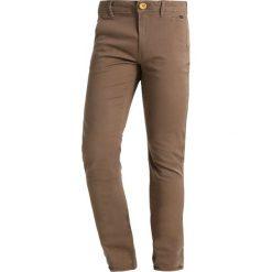 Blend SLIM FIT Chinosy mocca brown. Brązowe rurki męskie marki Blend, l, z bawełny, bez kaptura. Za 169,00 zł.