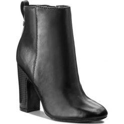 Botki GUESS - Nasia FLNAS4 LEA10 BLACK. Czarne botki damskie skórzane marki Guess. W wyprzedaży za 389,00 zł.