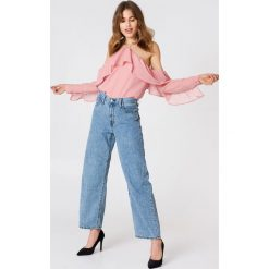 Bluzki asymetryczne: NA-KD Trend Bluzka z falbanką na rękawach - Pink