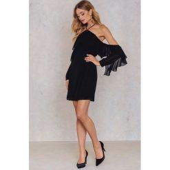 Sukienki: NA-KD Trend Sukienka mini z falbanką i dekoltem A - Black