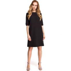 Czarna Wizytowa Sukienka z Dekoltem na Plecach. Czarne sukienki koktajlowe marki Molly.pl, do pracy, na lato, l, z dekoltem na plecach, oversize. Za 129,90 zł.