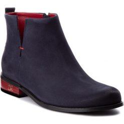 Botki CARINII - B4342 K59-000-000-C97. Niebieskie buty zimowe damskie marki Carinii, z nubiku. W wyprzedaży za 239,00 zł.