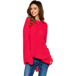 Sweter w kolorze malinowym. Brązowe swetry oversize damskie marki Lemoniade, z klasycznym kołnierzykiem. Za 169,95 zł.