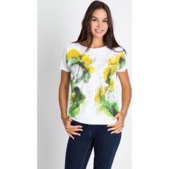 Bluzki damskie: Biała bluzka w żółto-zielony nadruk QUIOSQUE