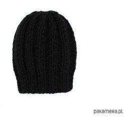 Czarna grubaśna czapka robiona na drutach. Czarne czapki zimowe damskie Pakamera. Za 86,00 zł.