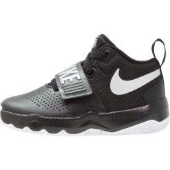 Nike Performance TEAM HUSTLE D 8  Obuwie do koszykówki black/metallic silver/white. Czarne buty skate męskie marki Nike Performance, z gumy. Za 189,00 zł.
