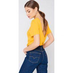 NA-KD Basic T-shirt z odkrytymi plecami - Yellow. Zielone t-shirty damskie marki Emilie Briting x NA-KD, l. W wyprzedaży za 37,07 zł.