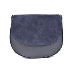 Torebka w kolorze granatowym - (S)22,5 x (W)19 x (G)8 cm. Niebieskie torebki klasyczne damskie Bestsellers bags, w paski, z materiału. W wyprzedaży za 199,95 zł.