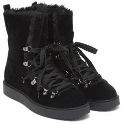 Botki w kolorze czarnym. Czarne buty zimowe damskie Carla Samuel, na zimę, na sznurówki. W wyprzedaży za 199,95 zł.