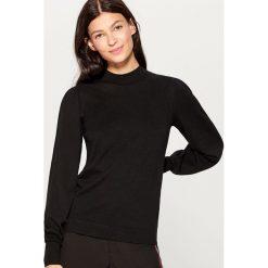 Sweter z bufiastymi rękawami - Czarny. Czarne swetry klasyczne damskie Mohito, l. Za 119,99 zł.
