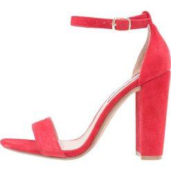 Steve Madden CARRSON Sandały na obcasie red. Czerwone sandały damskie Steve Madden, z materiału, na obcasie. Za 419,00 zł.