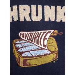 Scotch Shrunk CREW NECK WITH WORKED OUT COLLEGE ARTWORKS Bluza night. Niebieskie bluzy chłopięce marki Scotch Shrunk, z bawełny. W wyprzedaży za 202,30 zł.