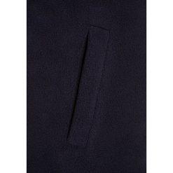 Bench FUNNEL Kurtka z polaru essentially navy. Niebieskie kurtki chłopięce Bench, z materiału. W wyprzedaży za 125,40 zł.
