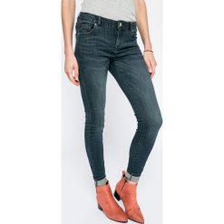 Review - Jeansy Minnie. Niebieskie jeansy damskie rurki Review, z bawełny. W wyprzedaży za 99,90 zł.