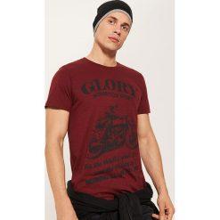 T-shirt z motocyklem - Bordowy. Czarne t-shirty męskie marki House, l, z nadrukiem. Za 39,99 zł.