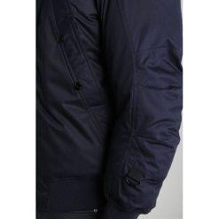 GStar WHISTLER TWILL HDD BOMBER Kurtka zimowa mazarine blue. Niebieskie kurtki męskie bomber G-Star, na zimę, l, z bawełny. W wyprzedaży za 637,45 zł.