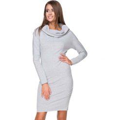 Jasnoszara Sukienka Dresowa Dopasowana z Lejącym Golfem. Szare sukienki dresowe Molly.pl, na co dzień, l, z golfem, z długim rękawem, midi, dopasowane. Za 139,90 zł.
