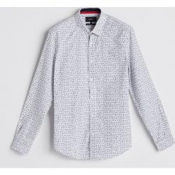 Koszula z motywem świątecznym - Biały. Białe koszule męskie marki INESIS, m, z bawełny, z długim rękawem. Za 59,99 zł.