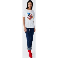 Koszulka z Myszką Miki czarodziejem. Szare t-shirty damskie Pull&Bear. Za 59,90 zł.