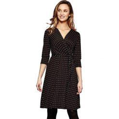 Długie sukienki: Rozszerzana, krótka sukienka w groszki