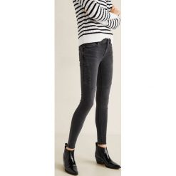 Mango - Jeansy Kimbiker. Czarne jeansy damskie marki Mango, z bawełny, z obniżonym stanem. Za 129,90 zł.